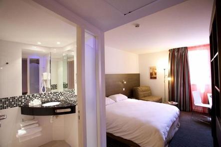hotel aix en provence kyriad aix les milles plan de campagne. Black Bedroom Furniture Sets. Home Design Ideas